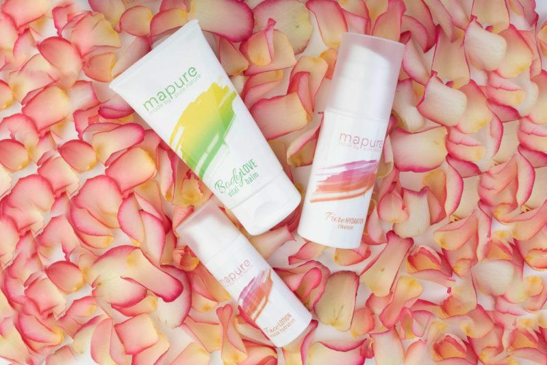 Rosenblätter und Mapure Hautpflege